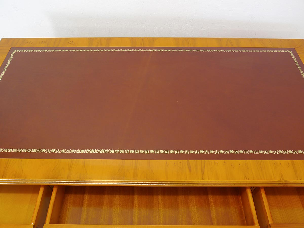 Schreibtischauflage mit rotbraunem Echtleder