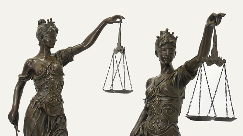 Justitia in verschiedenen Positionen