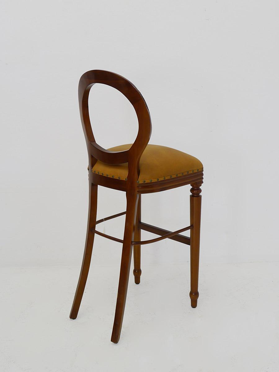 Partystuhl Rückseite mit nach hinten ausgestellte Beine