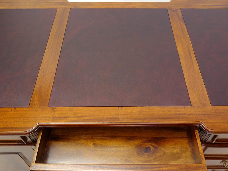 Der Farbton vom Leder könnte vom Original abweichen