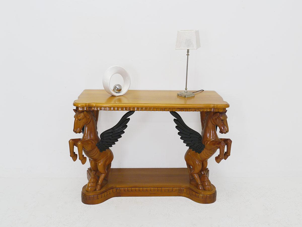 Wandtisch aus Massivholz im Kirschbaum-Farbton