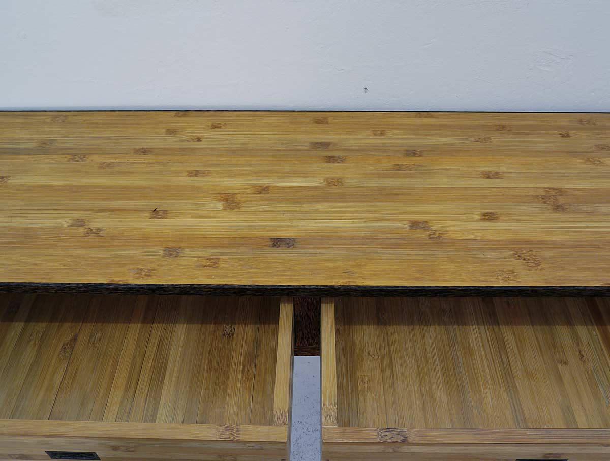 Detailaufnahme der Schubladen und Deckplatte