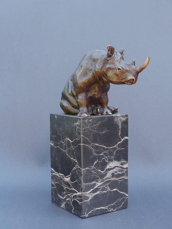 Nashorn aus Bronze