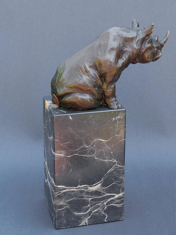 Die Nashornfigur aus der Seitenperspektive