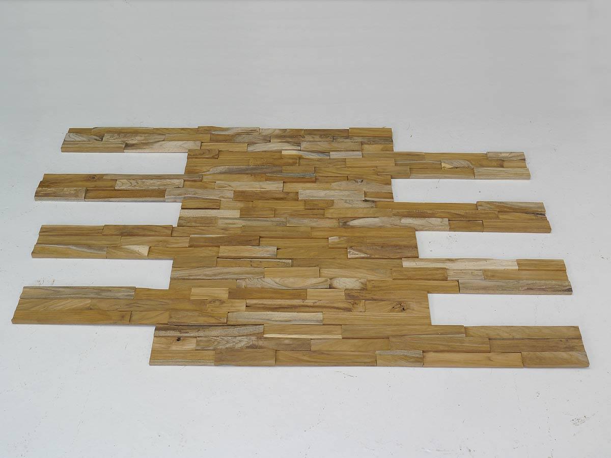 Die Holzwand besteht aus acht Paneele