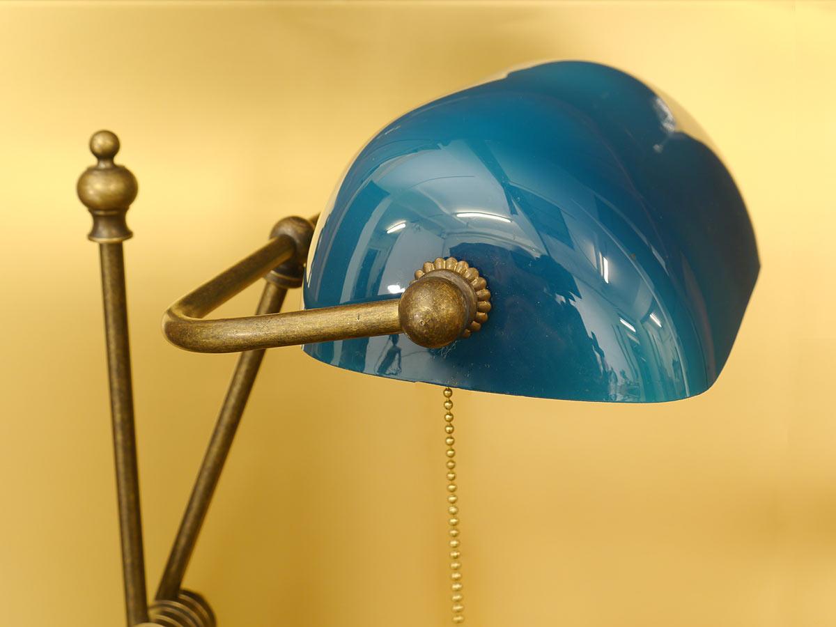 Schreibtischlampe mit türkisblauem Glassschirm
