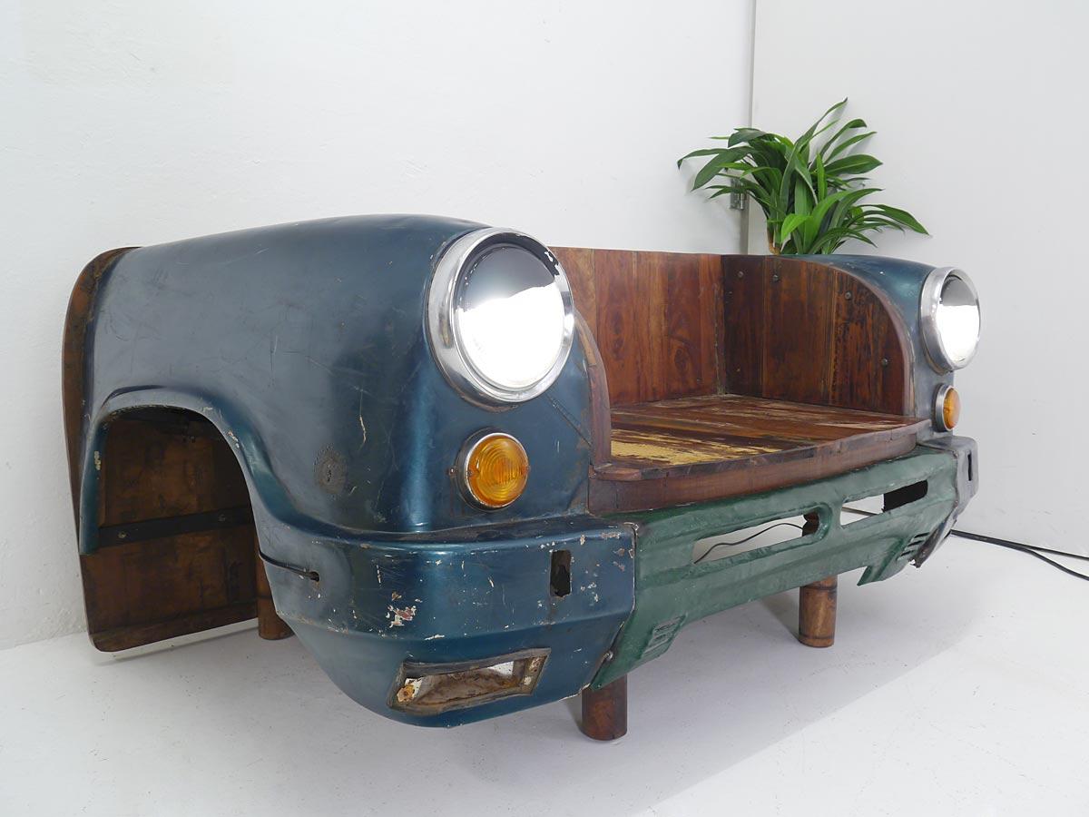 Taxikarosserie mit Holzbank