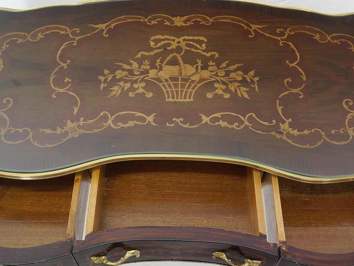 Schreibtischfläche mit Intarsien und  Glasplatte