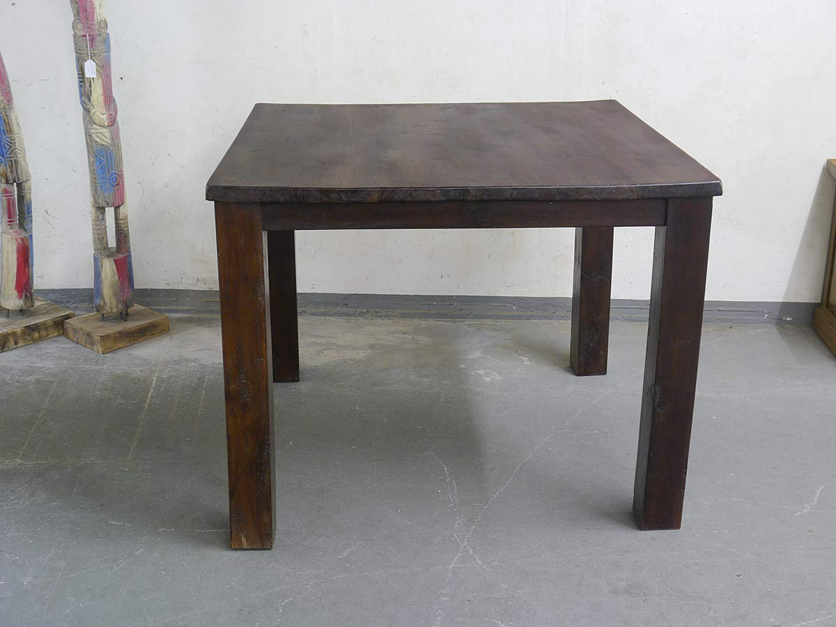 Vorderansicht Tisch