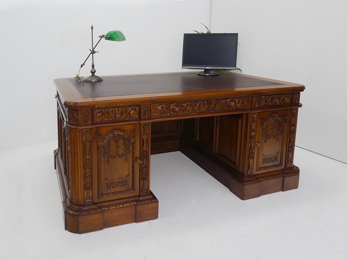 Büroschreibtisch aus Massivholz im antiken Stil