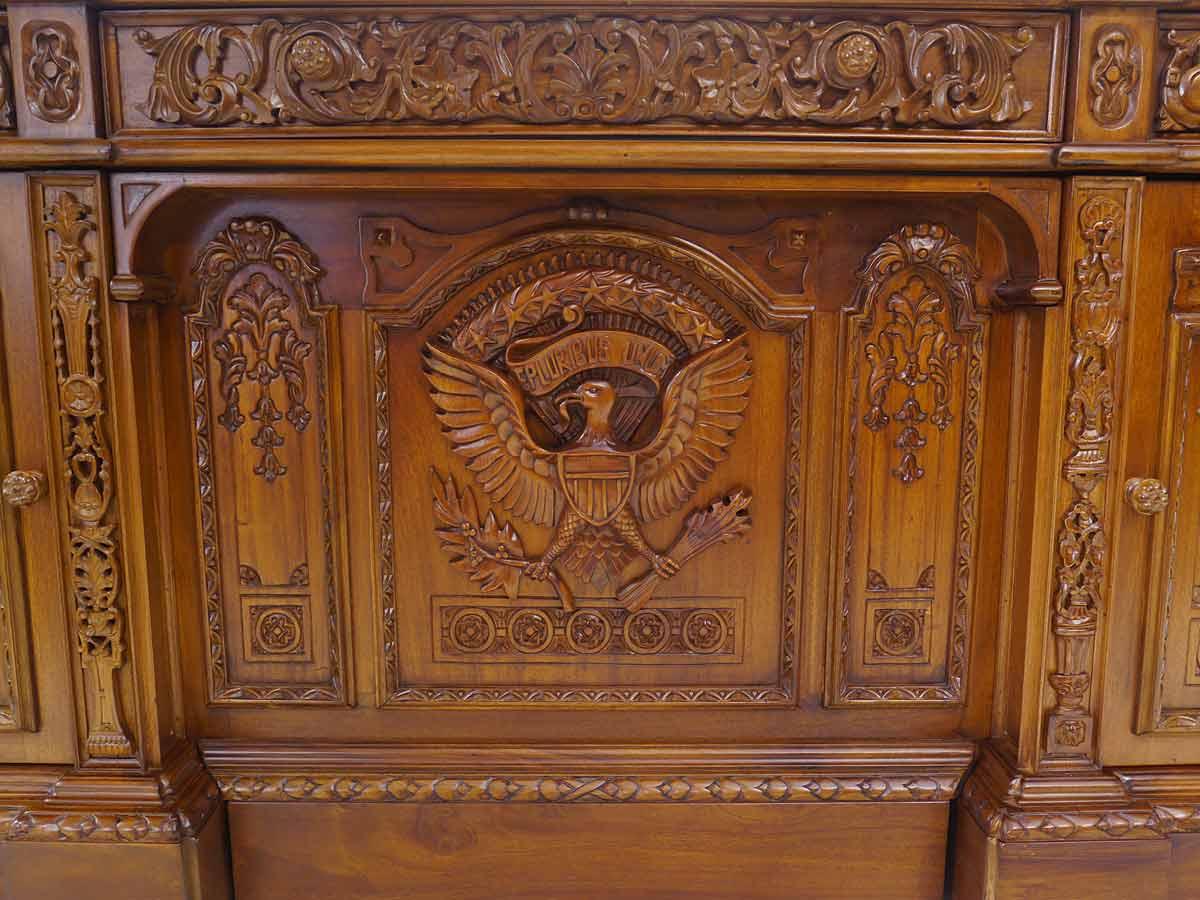 Holzschnitzereien von den Emblem