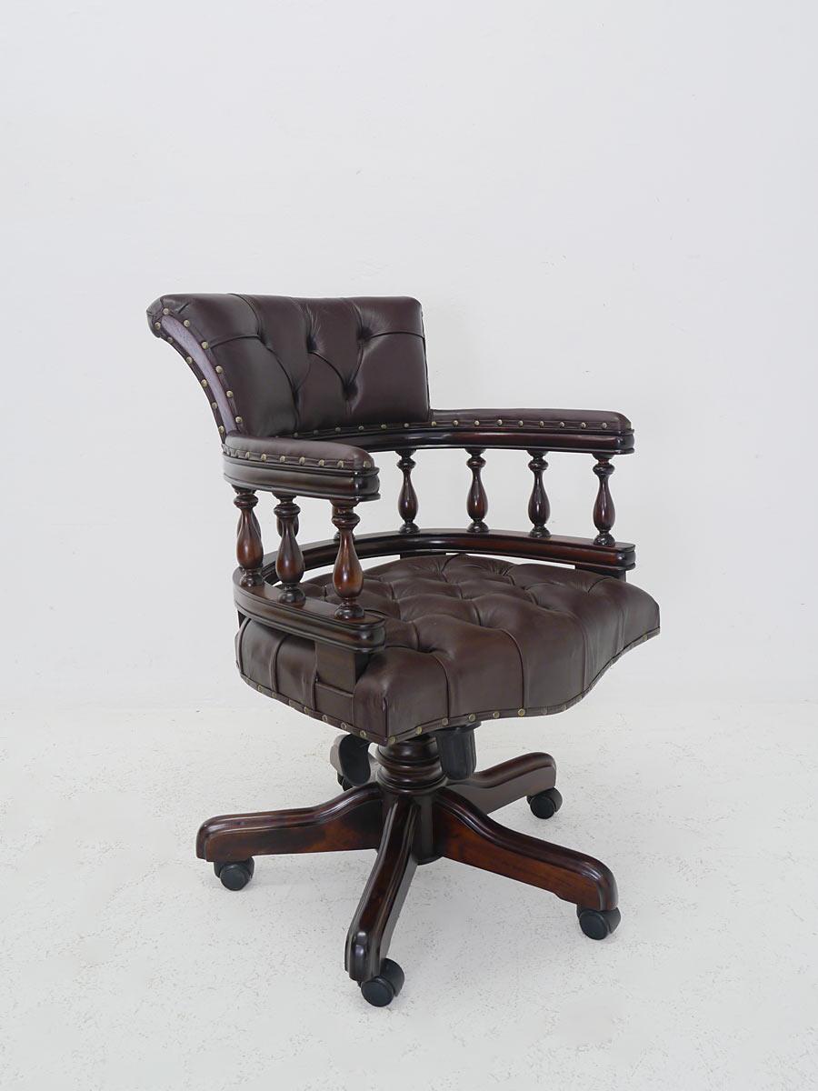 Bürostuhl im antiken Stil