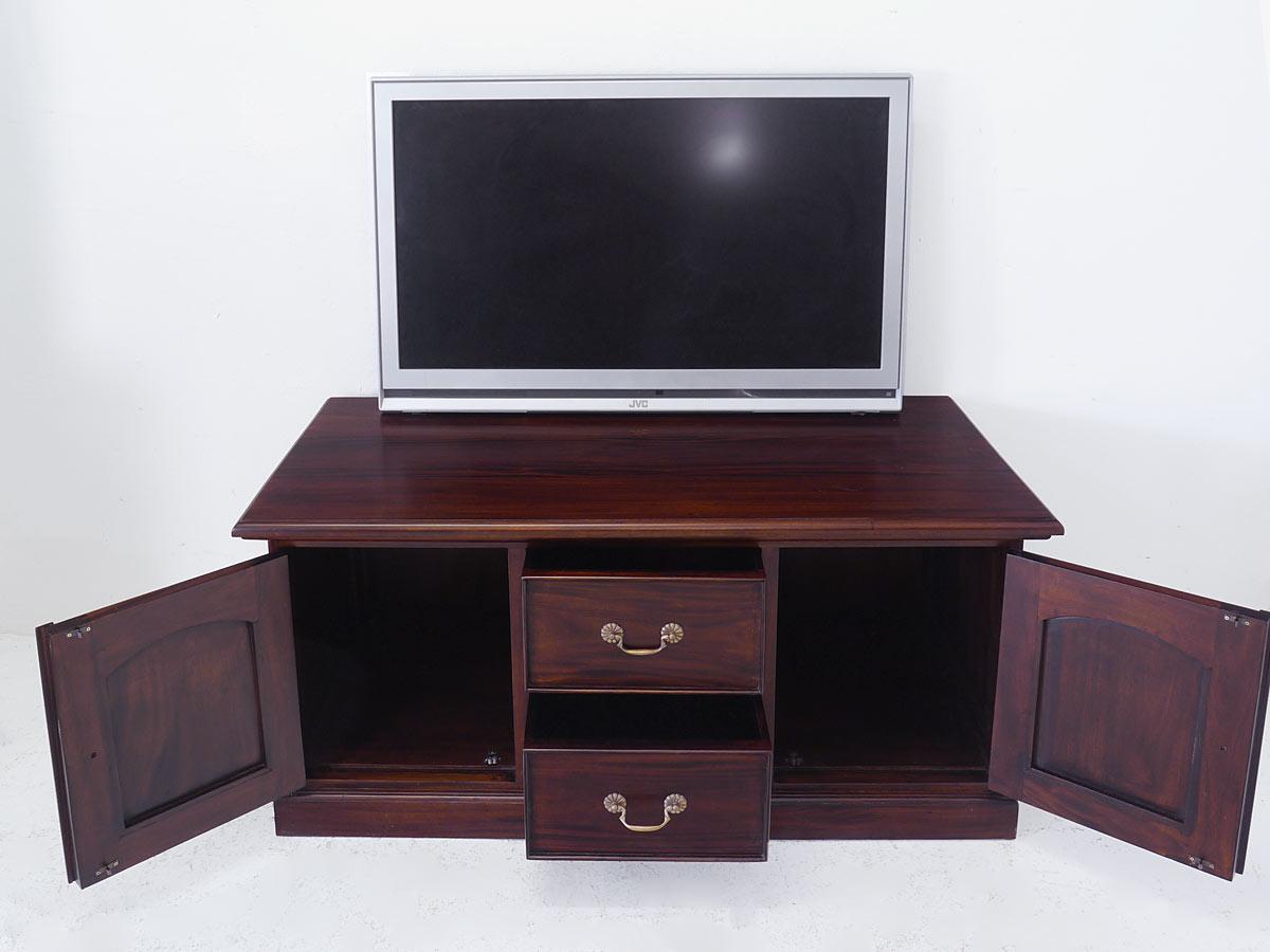 geöffneter TV-Board