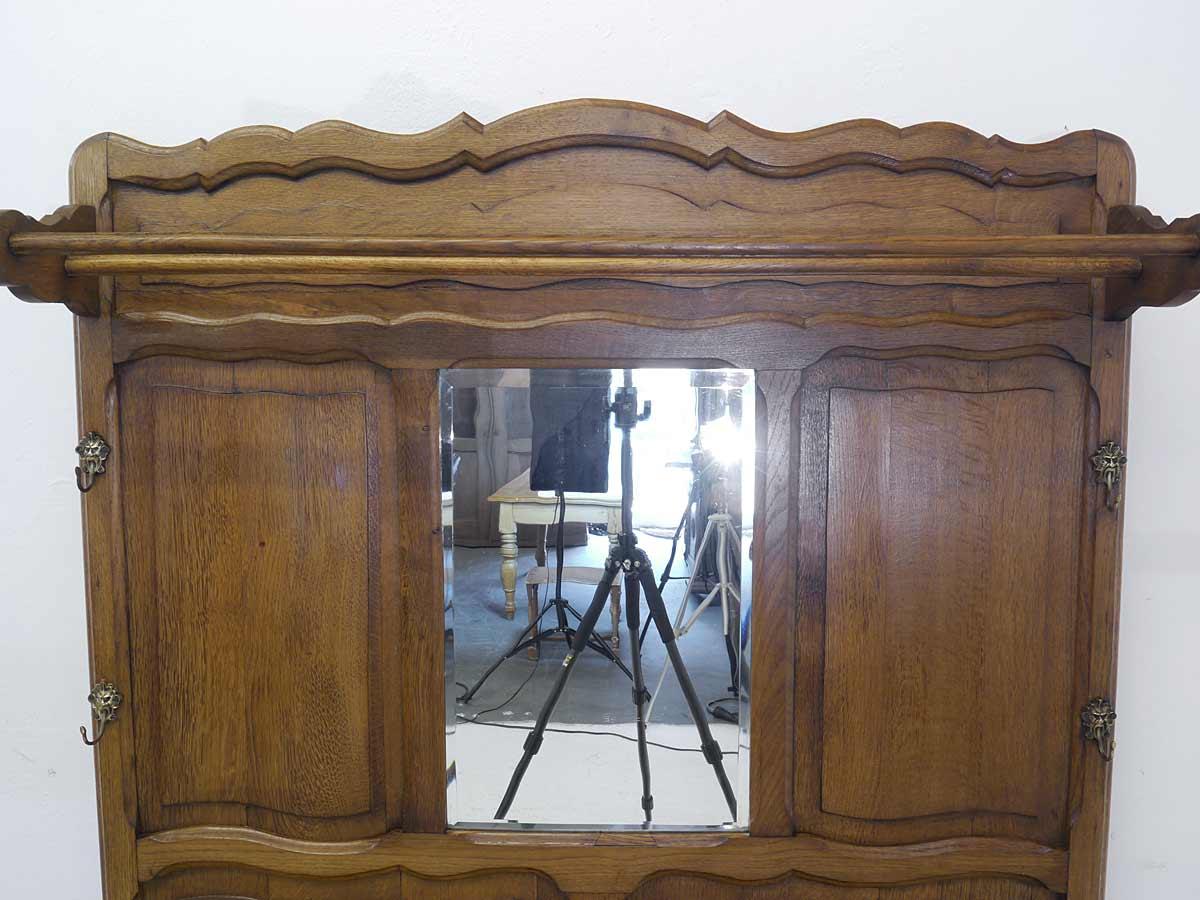 Hutablage und Spiegel
