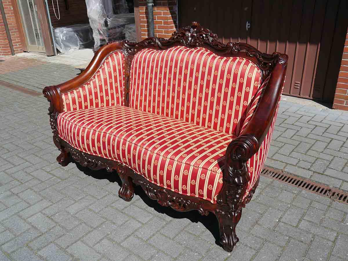 Couch aus Massivholz in antiken Stil