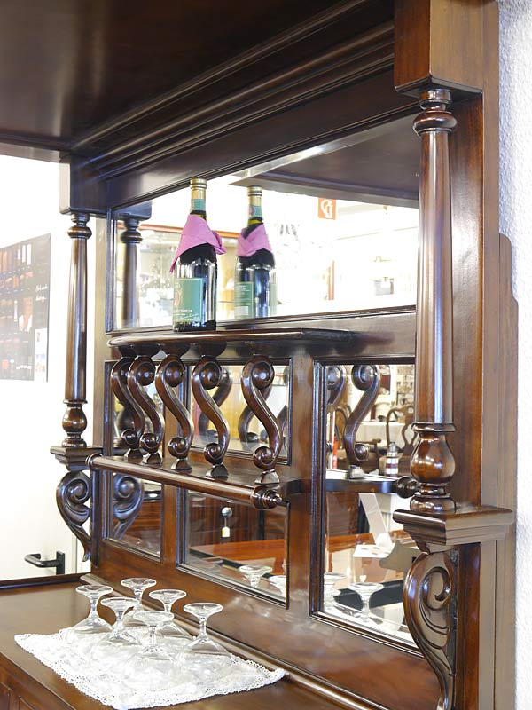 Seitenansicht Spiegelrückwand der Bar