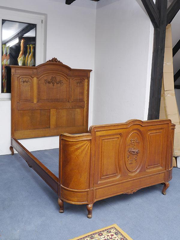Antikes Jugendstil-Bett um 1900
