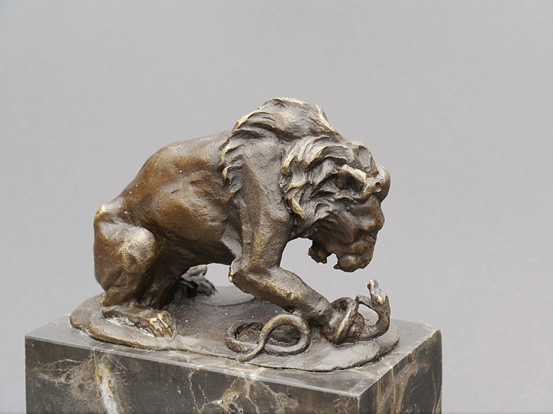 Die Bronzeskulptur ist mit viel Liebe zum Detail gefertigt
