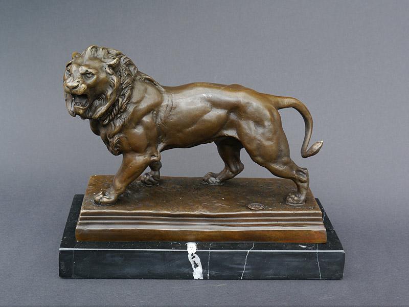 Bronze Figur eines Löwen auf edlem Marmorsockel