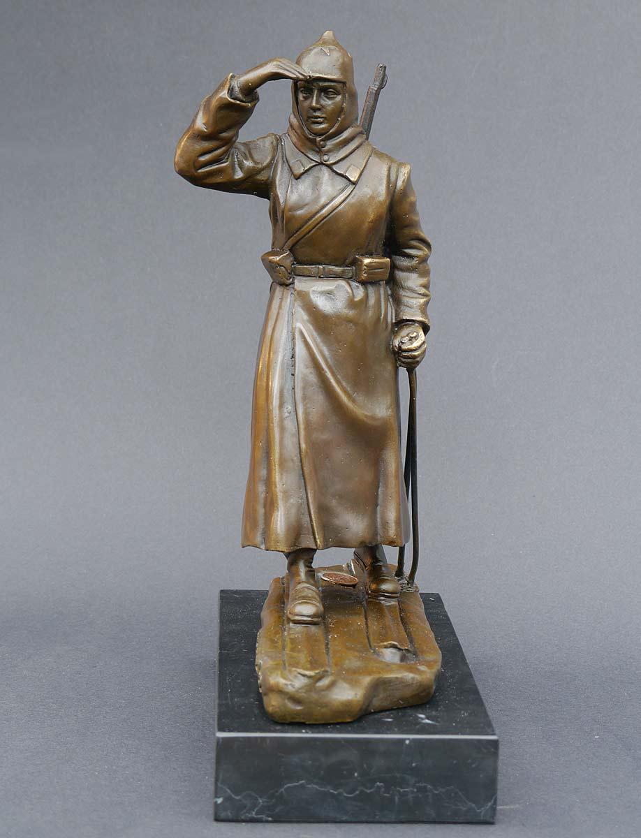 Bronze Figur Soldat der roten Armee auf Skiern