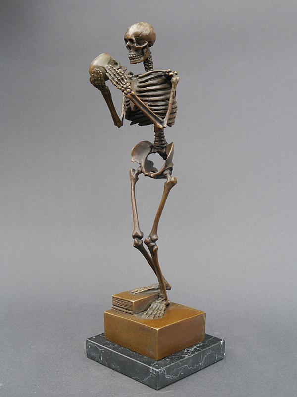 Bronze Figur Skelett mit Totenschädel auf Marmorsockel