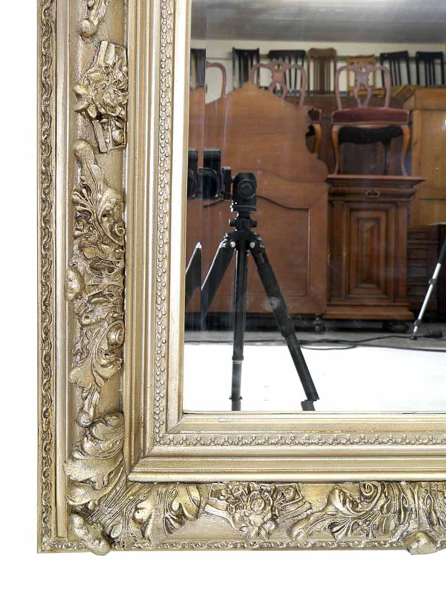Detailansicht vom Spiegelrahmen