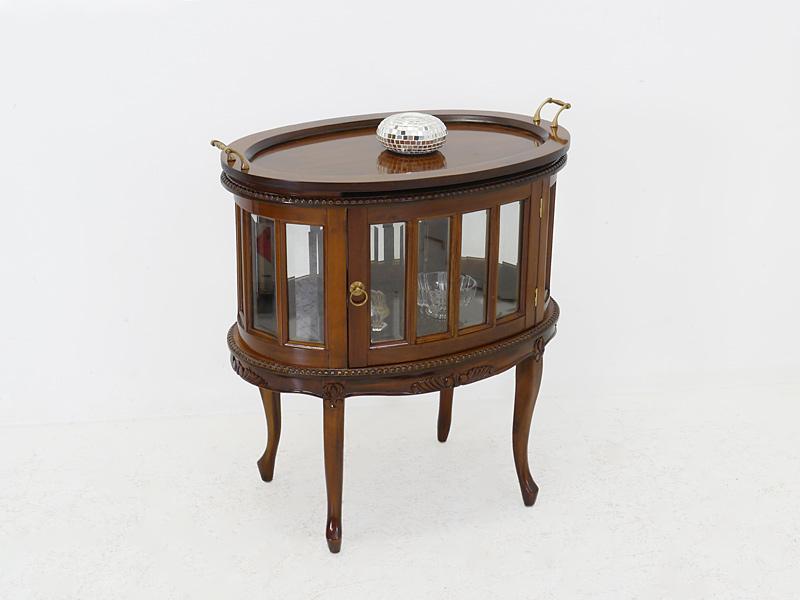 Teeschrank aim antiken Stil