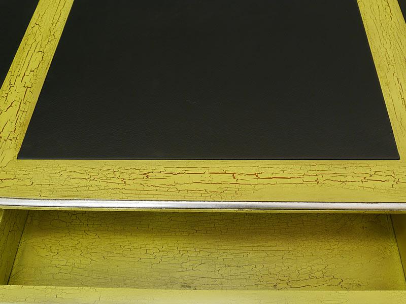 Detailansicht von der Schreibtischfläche