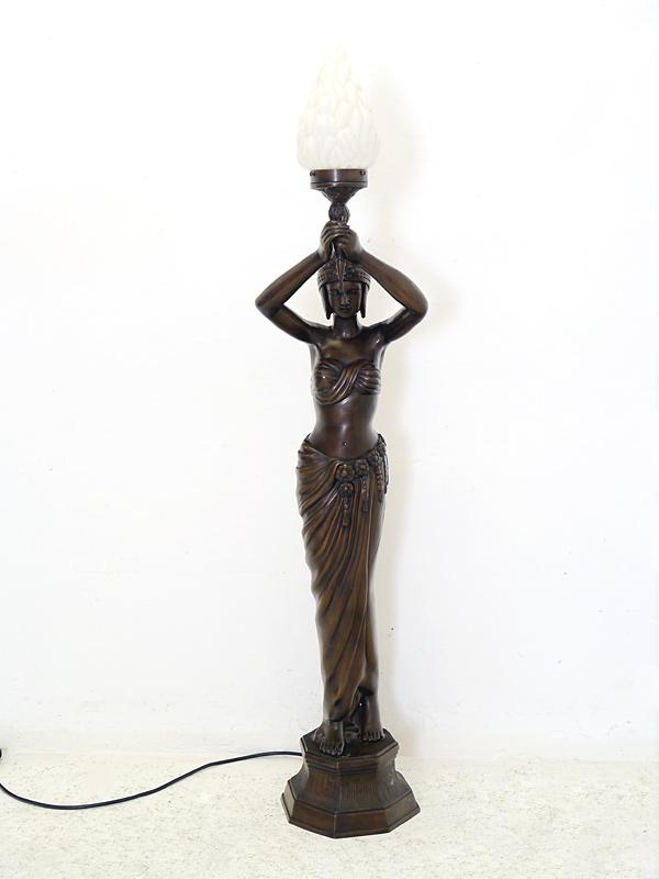 Ägyptische Frau mit Fackel in Bronze
