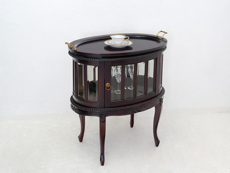 Teeschrank im antiken Stil