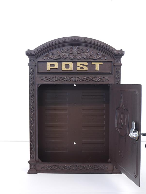 geöffneter Briefkasten