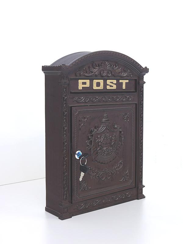 Postkasten im antiken Stil