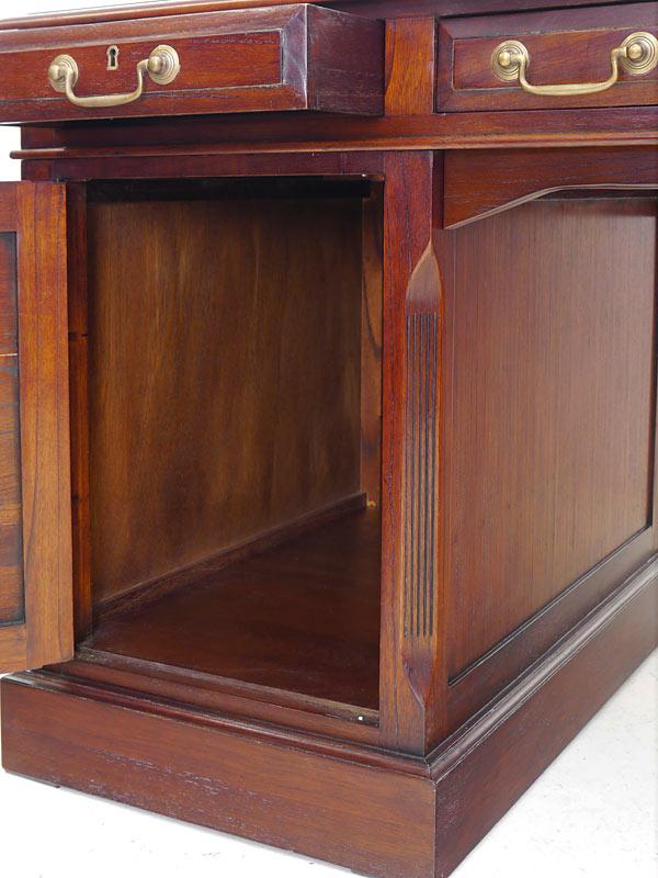 geöffneter Schreibtisch_Unterschrank
