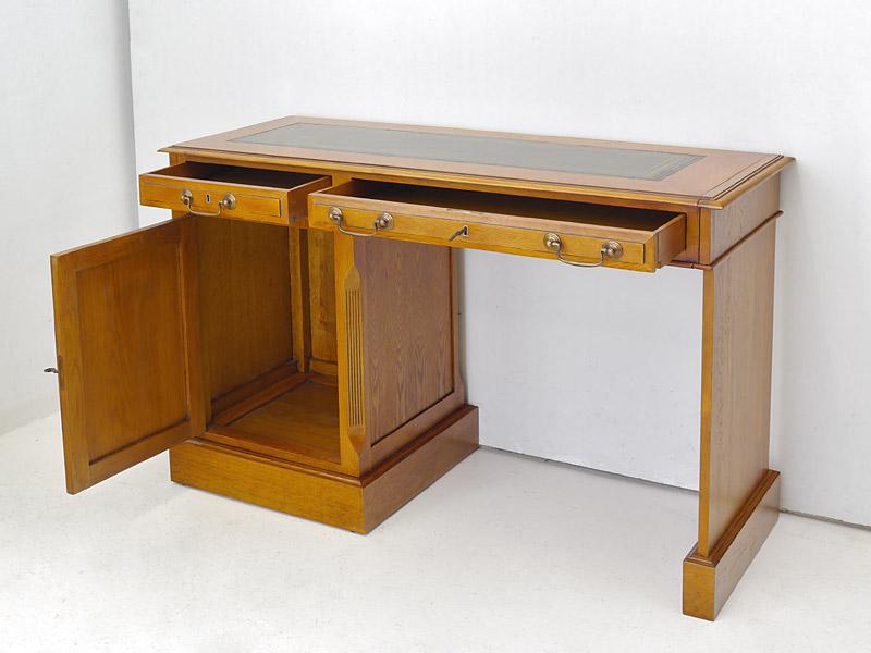 geöffneter Schreibtisch