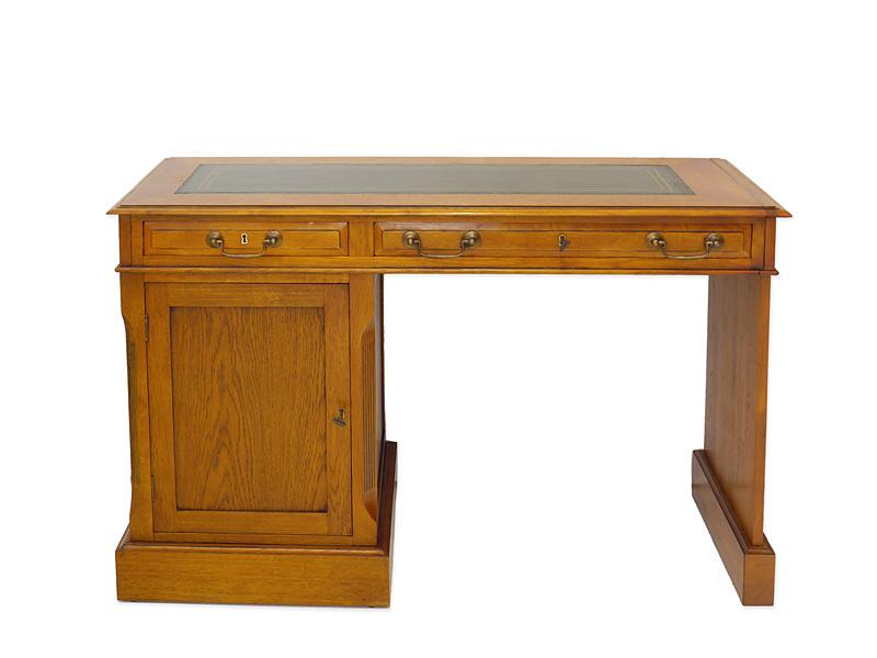 Schreibtisch aus Eiche mit grüner Echtlederauflage