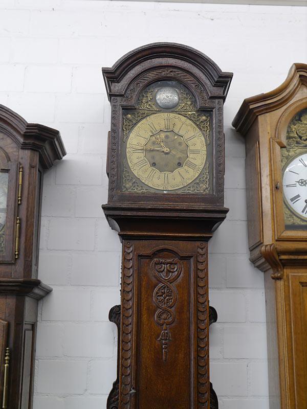 Die Uhr im oberen Bereich