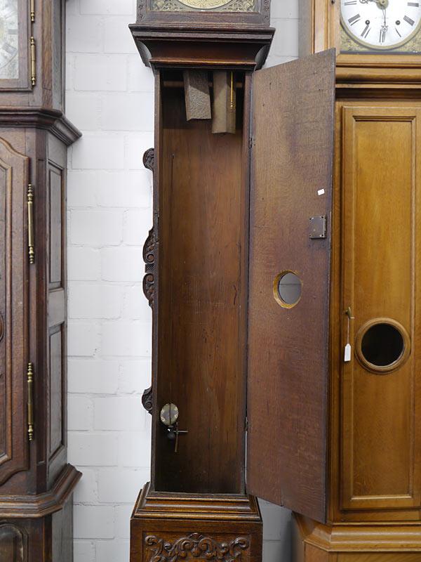Das Gehäuse mit geöffneter Tür