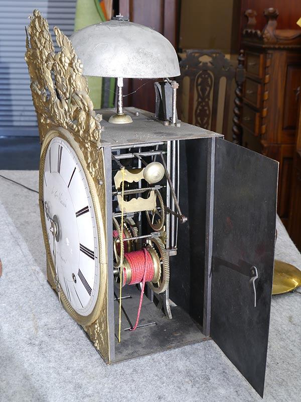 Seitenansicht des Uhrwerkes