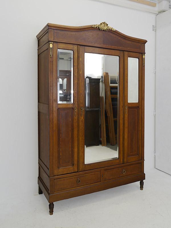 Historismus Kleiderschrank um 1900 aus Eiche