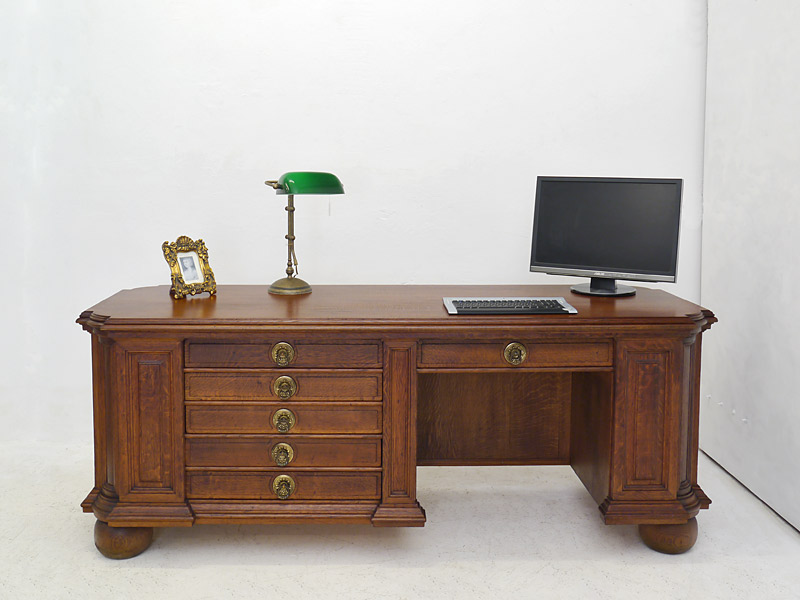 Schreibtisch aus Eiche teilmassiv
