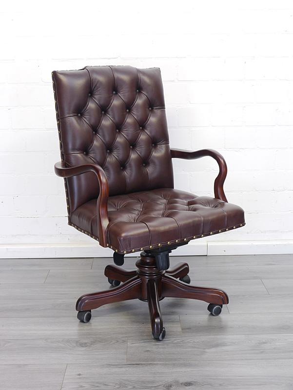 Schreibtischstuhl mit braunem Leder im Chesterfield-Design