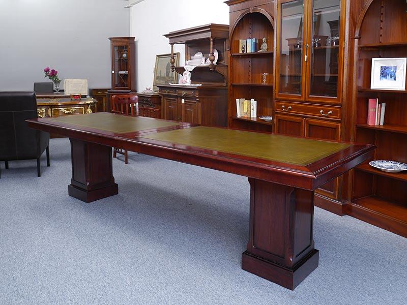 Langer Konferenztisch im antiken Stil