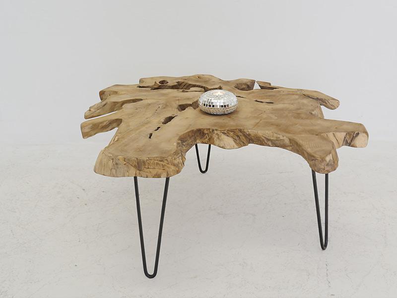 Der Wohnzimmertisch im stylischen Mix aus Holz und Metall