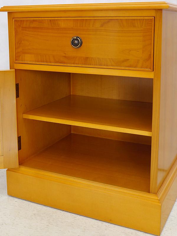 nachttisch nachtschrank nachtkonsole im englischen stil aus eibe h 68 cm 6425 m bel kommoden. Black Bedroom Furniture Sets. Home Design Ideas