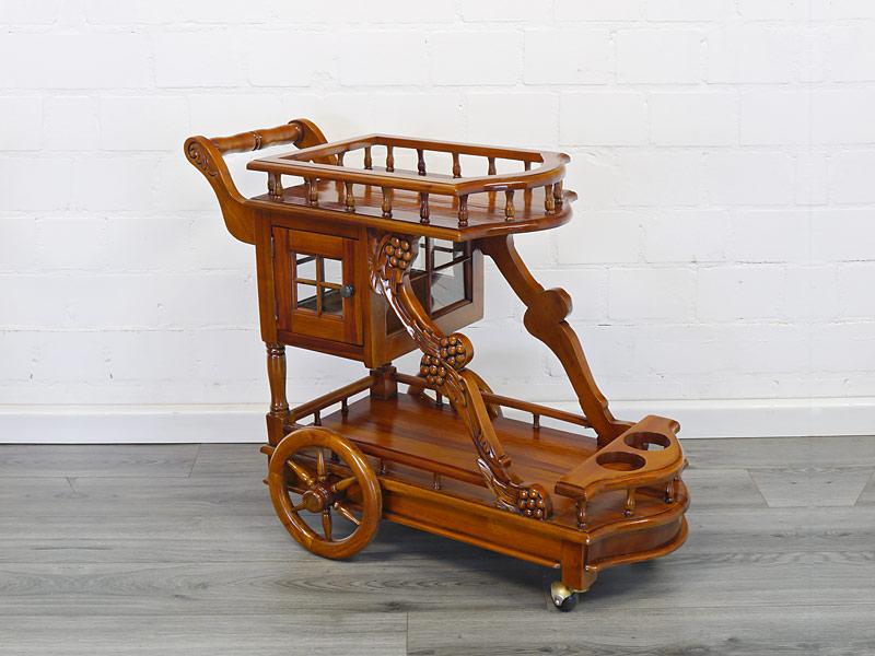 Servierwagen in Form einer Kutsche