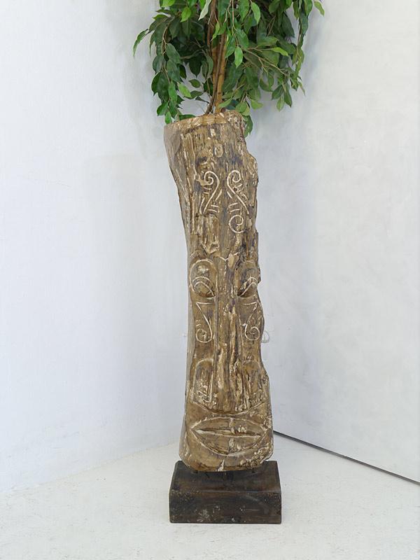 Holzfigur aus Massivholz in Handarbeit geschnitzt