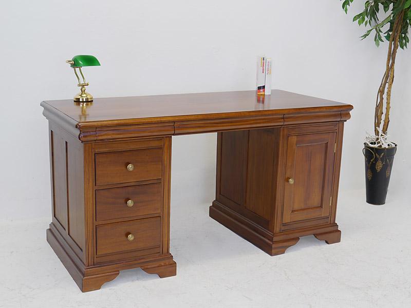 Schreibtisch im Nussbaum-Farbton