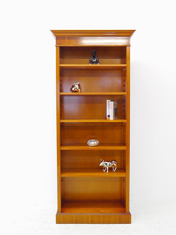 Das Bücherregal ist aus Eibe furniert gefertigt