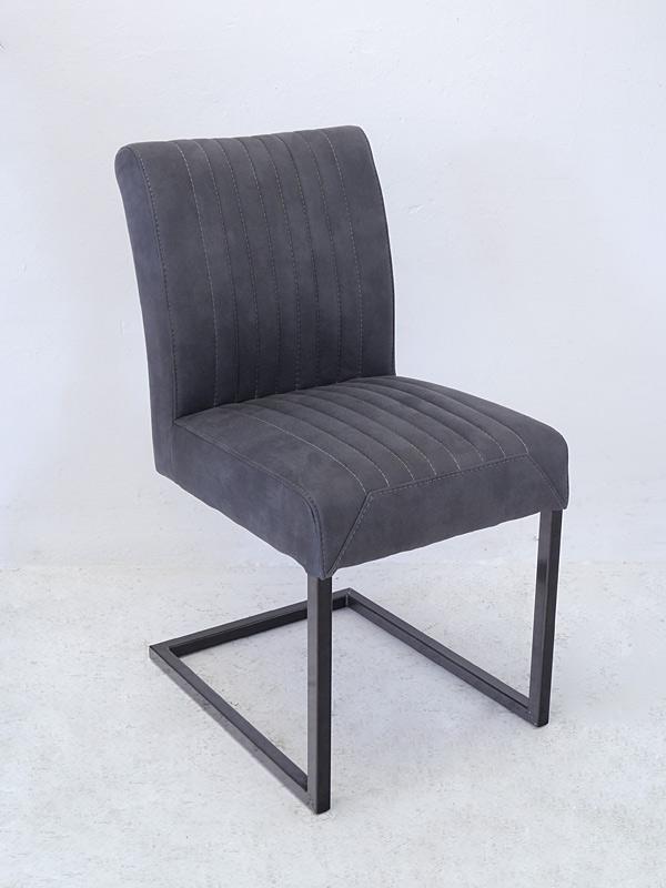 Stylischer Stuhl mit in Wildleder-Optik