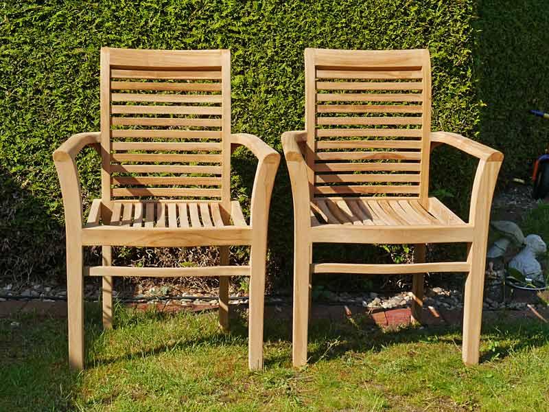 2 Gartenstühle aus Teakholz